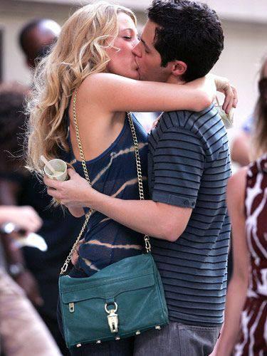 Английский праздник «День поцелуев»