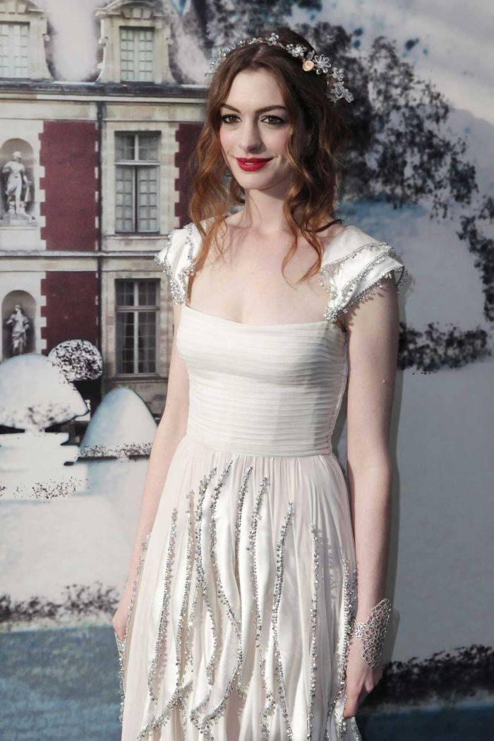 Анна Хэтэвей на съемках нового фильма (5 Фото)