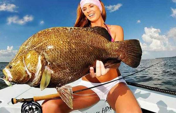 Девушки ловят рыбку