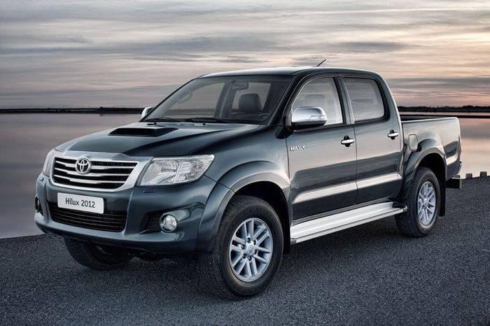 Обновленная версия пикапа Toyota Hilux придет в Россию осенью (4 фото)