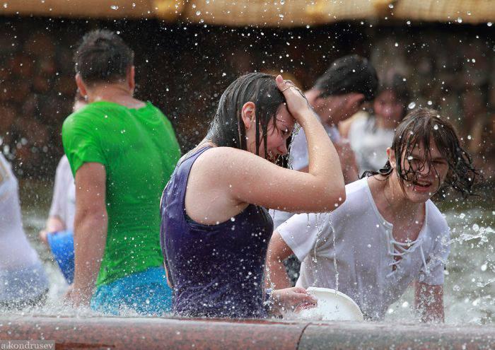 Грандиозная водная битва в Москве (128 фото)