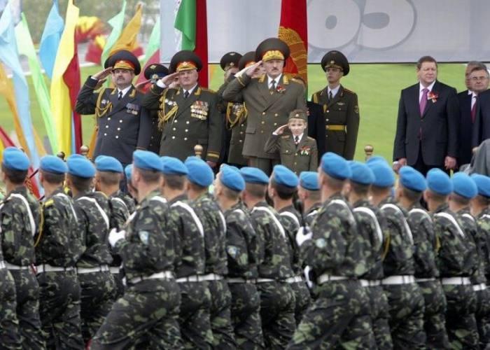 Коля Лукашенко везде рядом с батькой (10 фото)