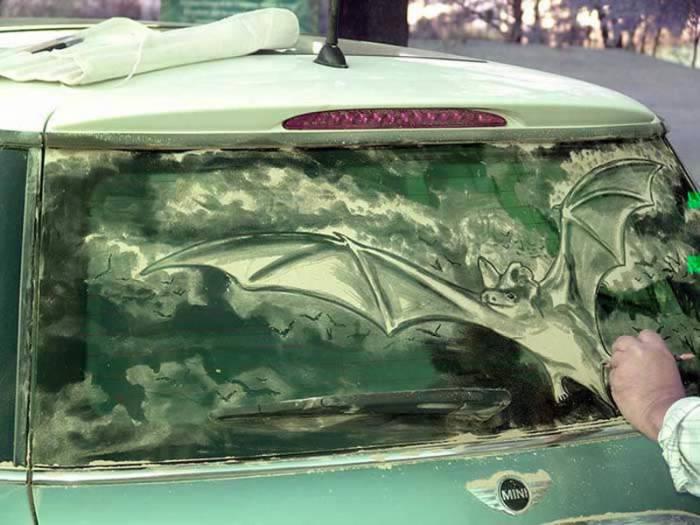 Рисунки на грязных машинах (27 фото)