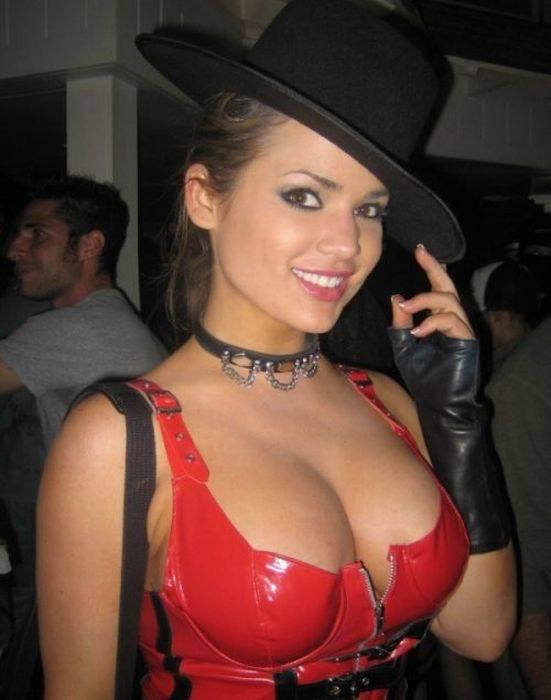 Фото девушки с пышной грудью