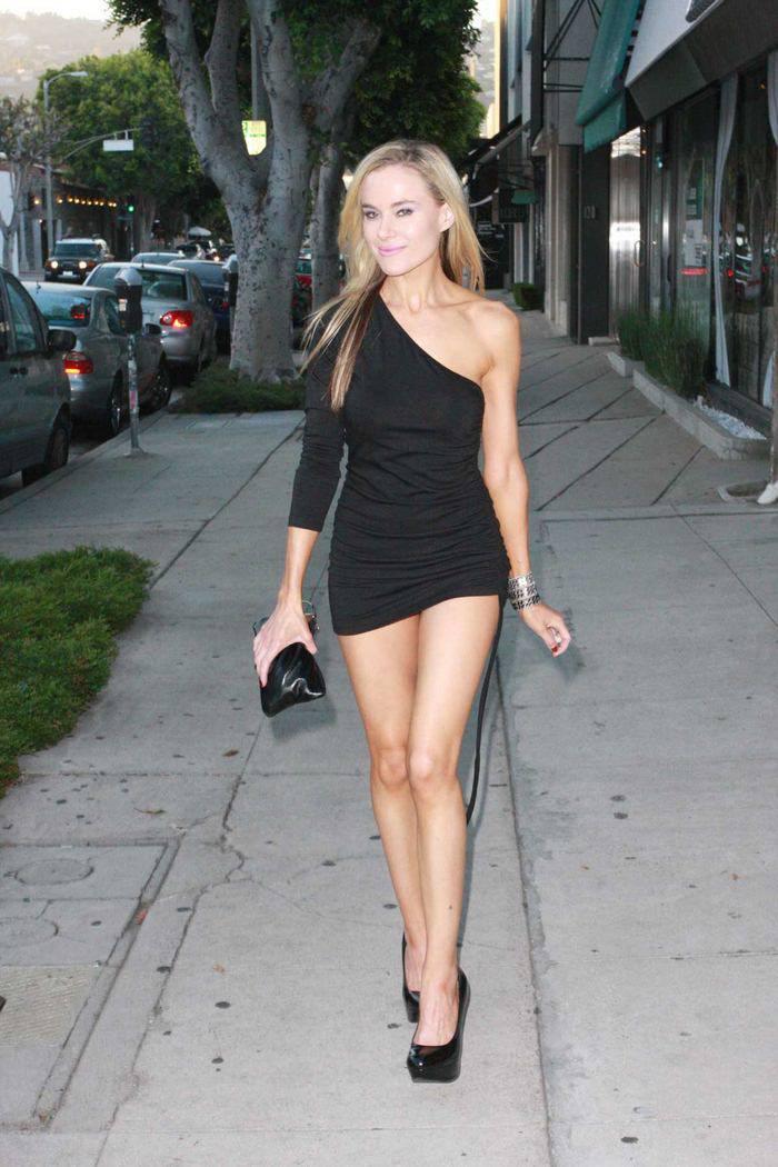 фото блондинка в коротком платье