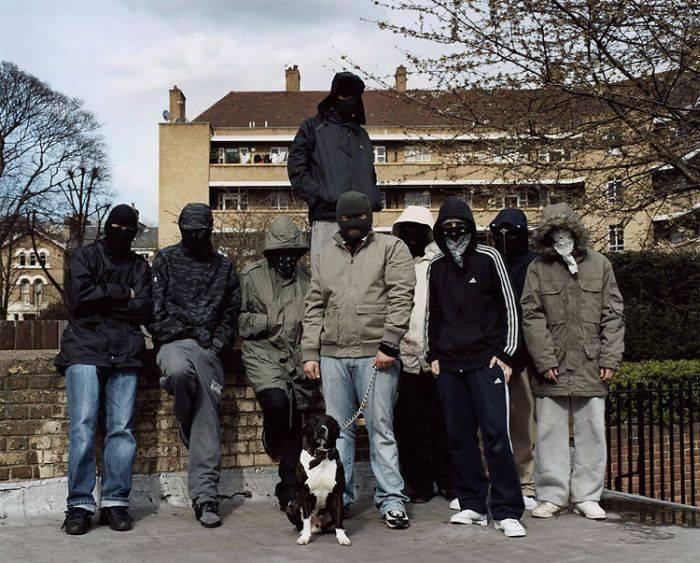 Участников уличных банд Великобритании