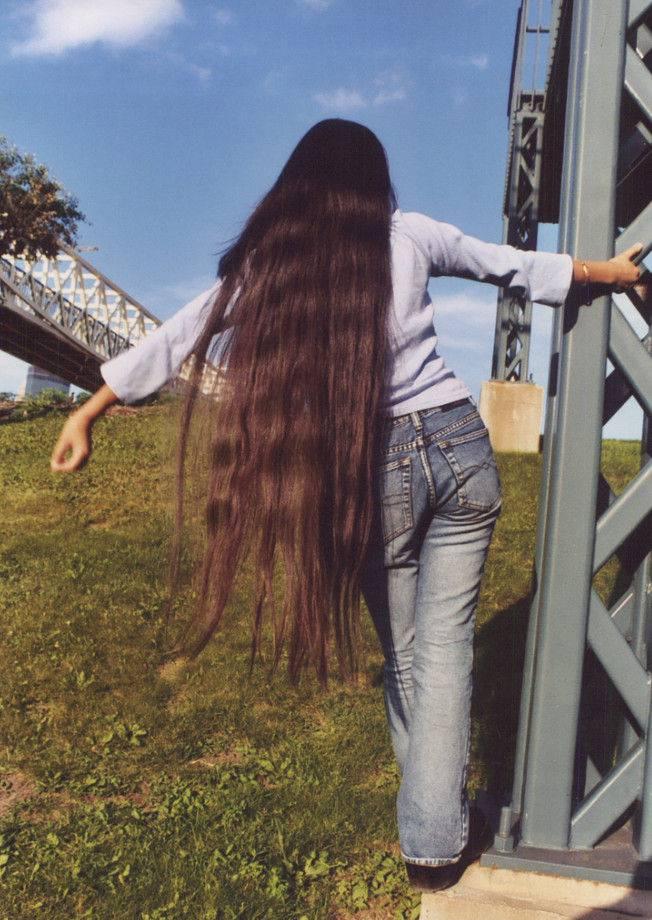 foto-golih-zhenshin-s-volosatimi-piskami