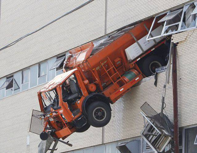 Невероятная авария (4 фото)