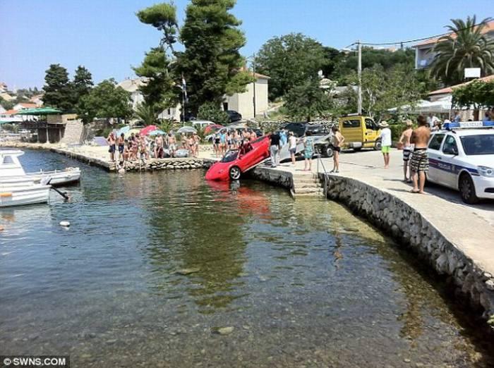 В Хорватии утопили Ferrari 360 Spider