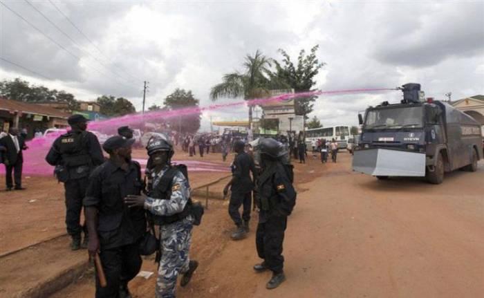 Нестандартная тактика для разгона демонстрации