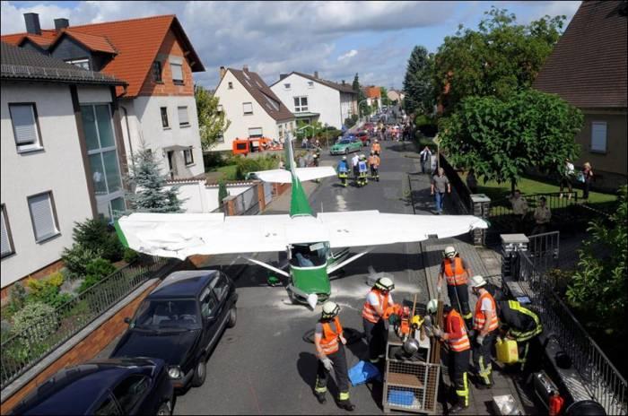 Аварийное приземление (3 фото)