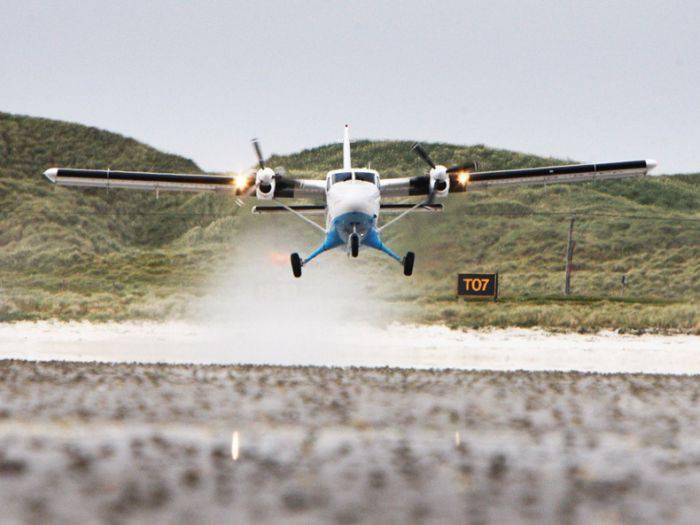 Аэропорт на острове Барра в Шотландии