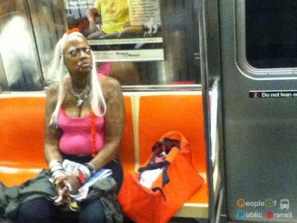 Странные люди в общественном транспорте (89 фото)