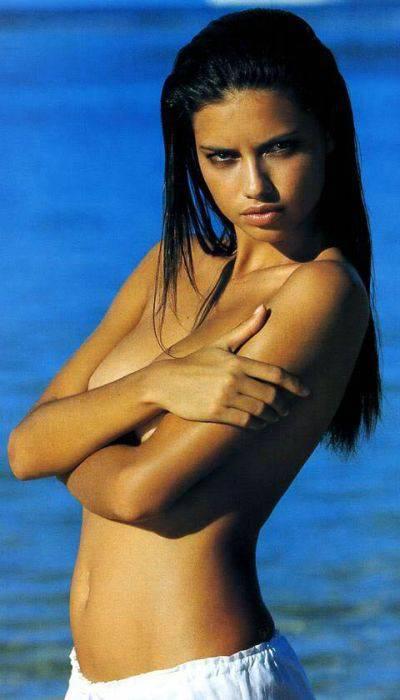 Красивые девушки прикрывающие грудь (90 фото)
