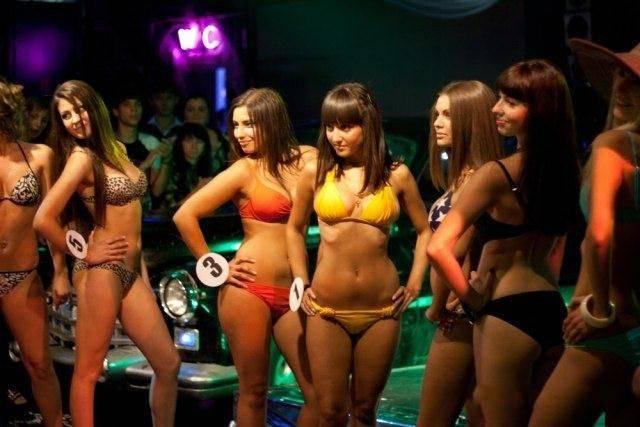 Конкурс красоты в ночном клубе (25 фото)