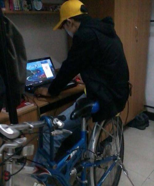 Работа за компьютером по-китайски (12 фото)