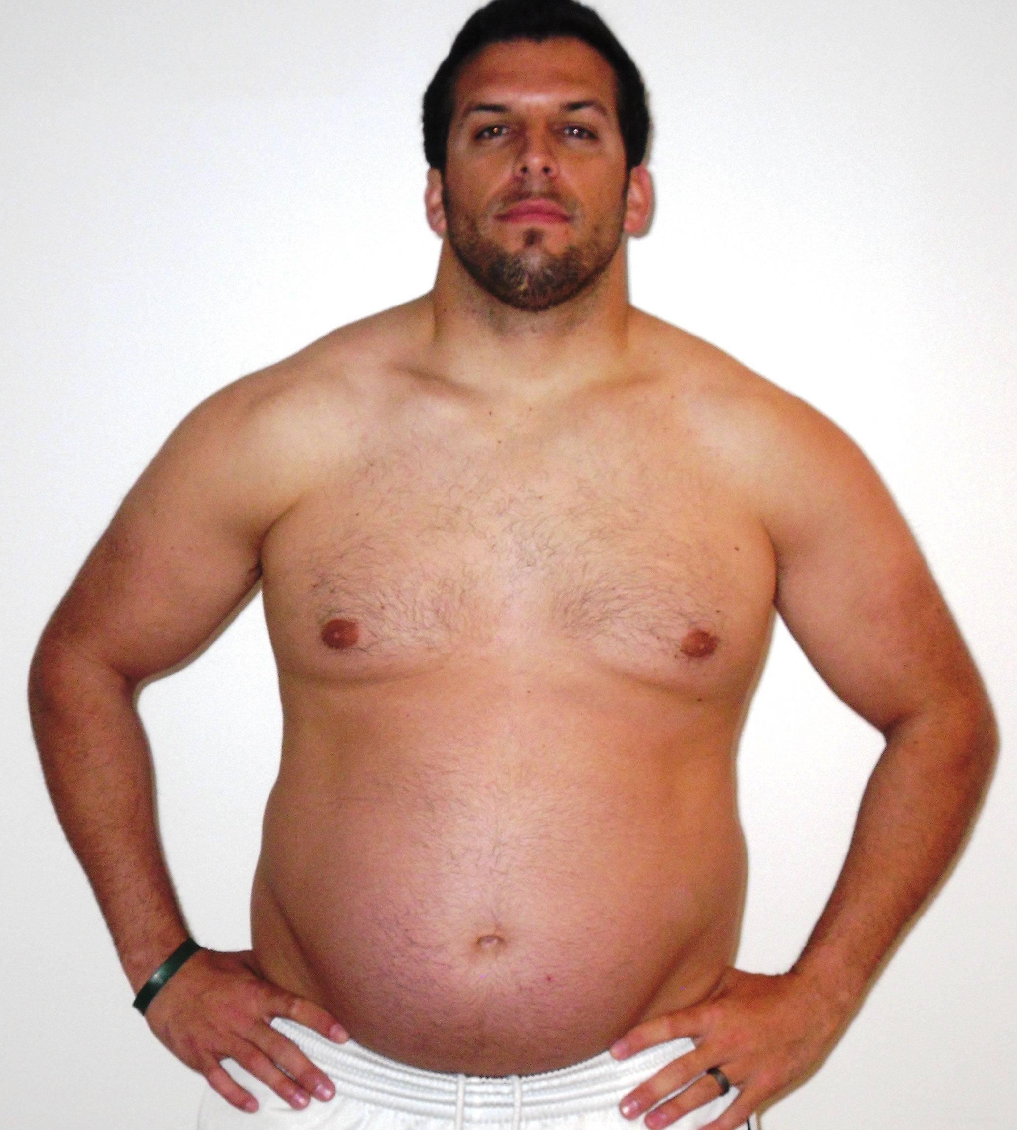 У парня толстый 2 фотография