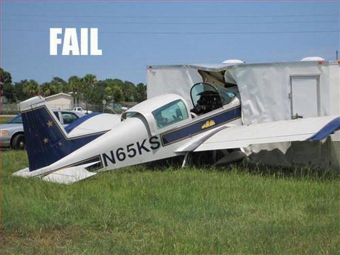 Неудачные посадки самолетов (23 фото)