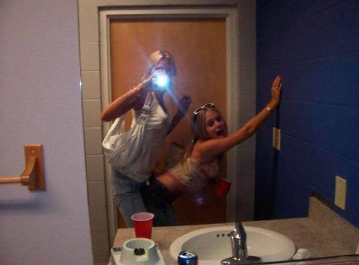 Пьяные девушки в ванных комнатах 80