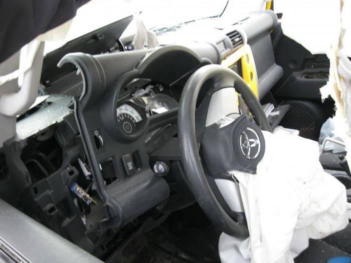 Взрыв в автомобиле (7 фото)