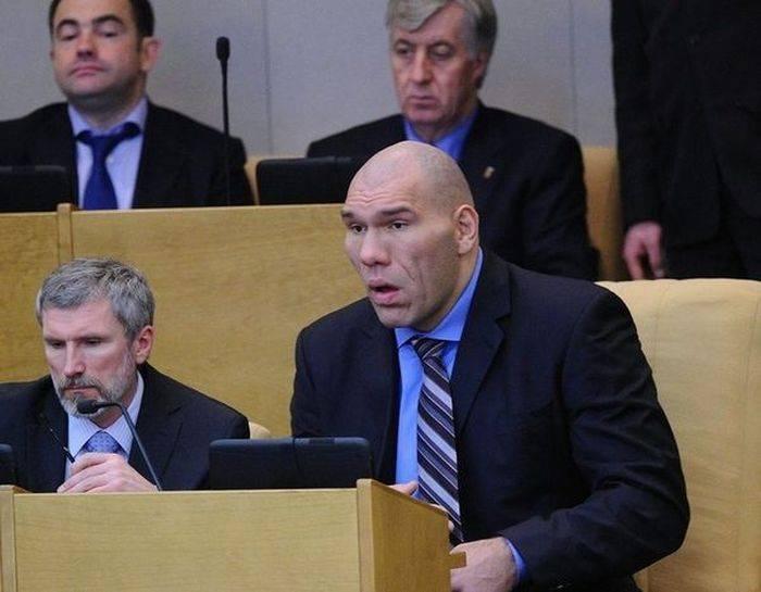 Специальное депутатское кресло Валуева (3 фото)