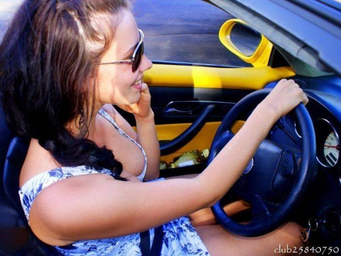красотка в авто фото