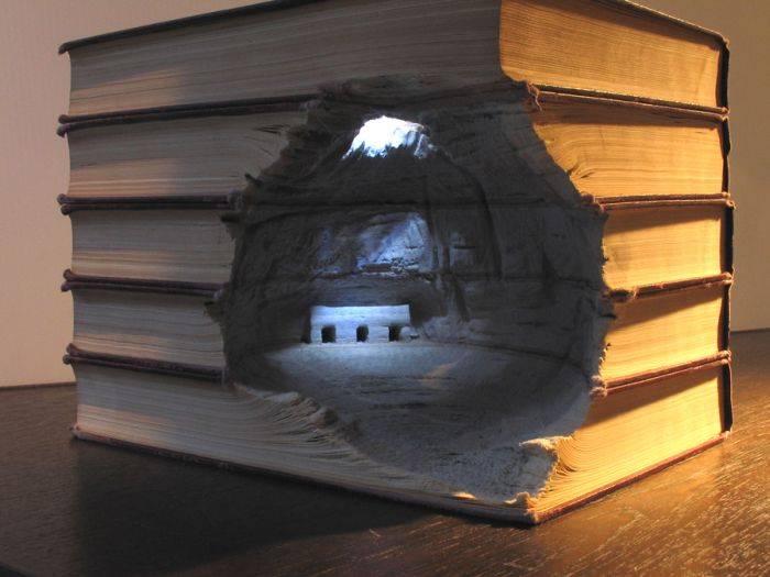 Удивительные фигуры из книг (18 фото)