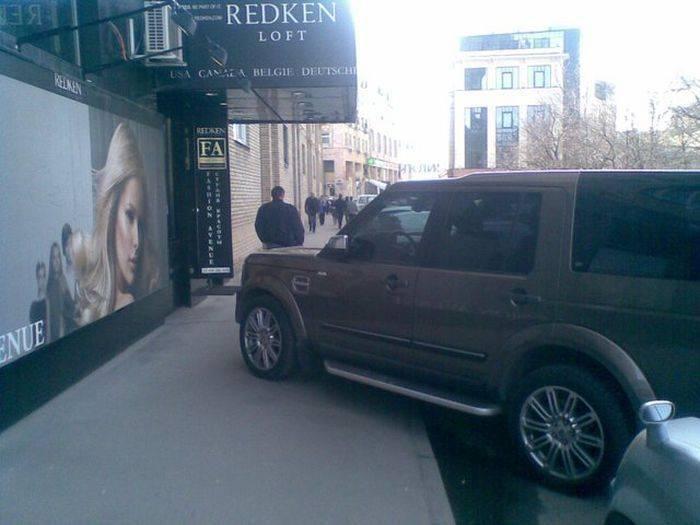 Я паркуюсь где хочу (23 фото)
