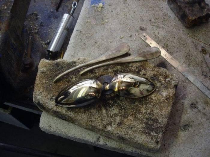 Шлем Дарта Вейдера из старых столовых приборов