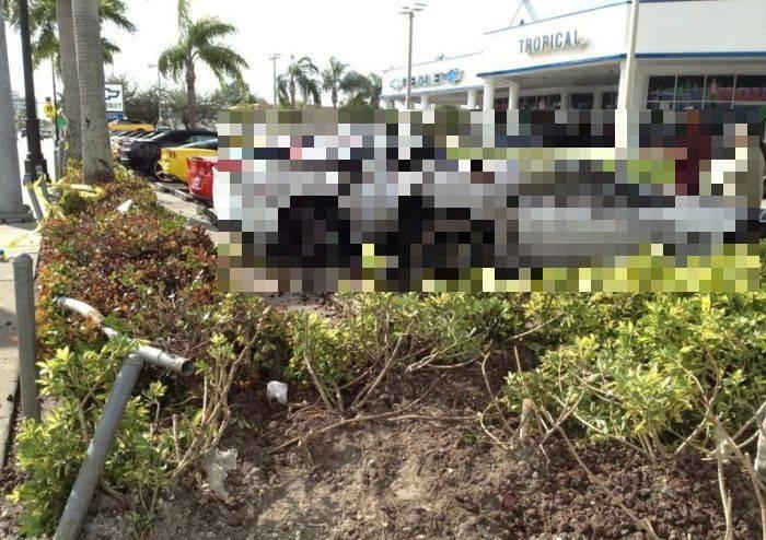 Американец протаранил новенькие авто (6 фото)
