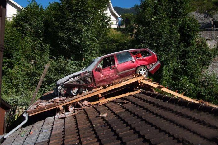 Неудачный угон автомобиля (4 фото)