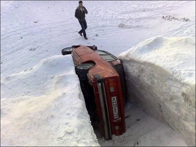 Зимний способ парковки (2 фото)