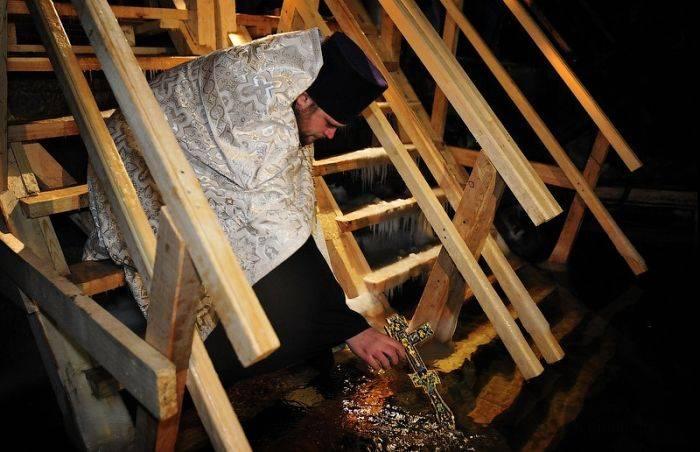 Традиционные крещенские купания 2012 (200 фото)