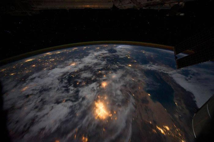 Снимки нашей планеты ночью (30 фото)