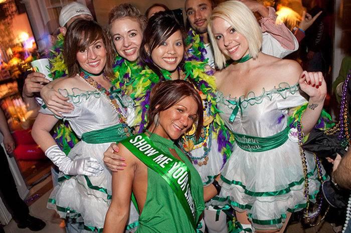 Девушки с карнавала Mardi Gras (56 фото)