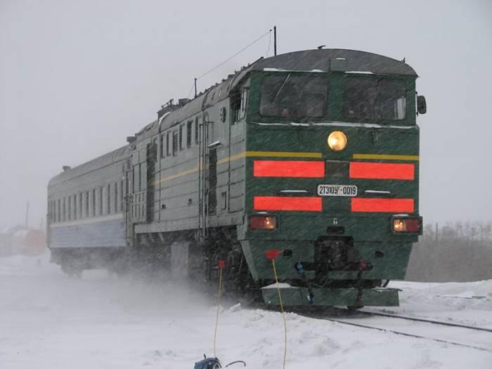 Путешествие зимой на поезде (4 фото)