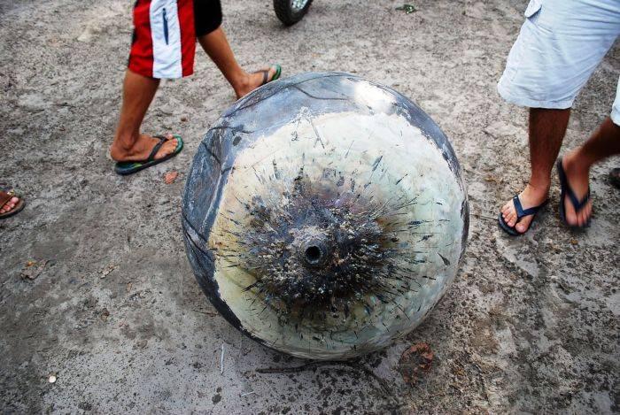Необычный шар, упавший с неба (5 фото)