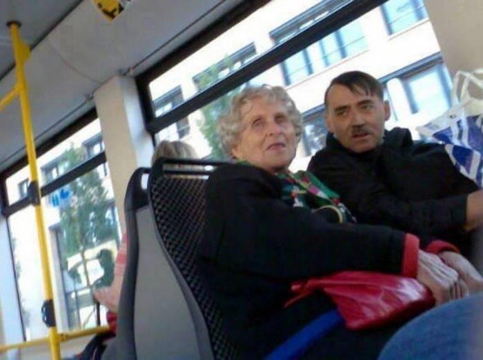 Приколы в автобусах (23 фото)