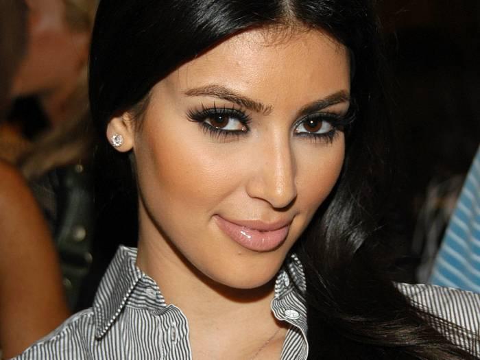 Ким Кардашян обсыпали мукой (6 фото)