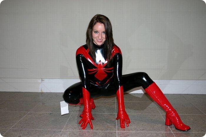 фото голих дівчат в костюмах супергероїв