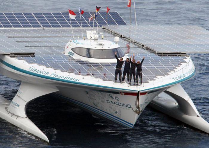 Кругосветное плавание на солнечных батареях (5 фото)