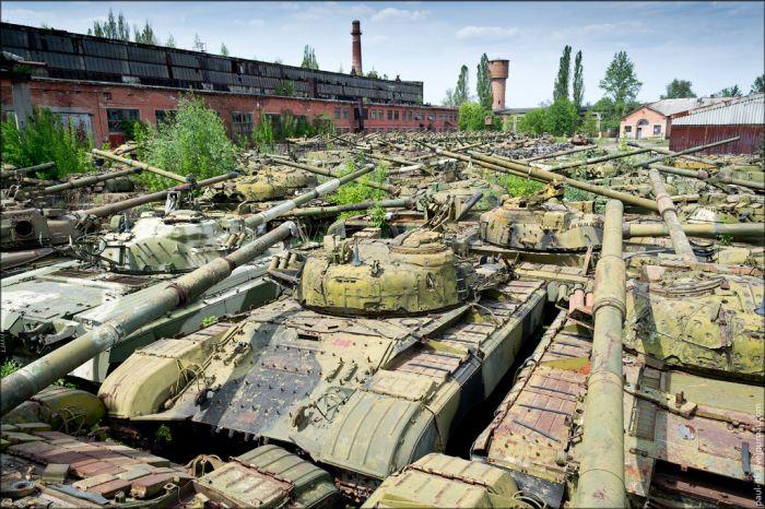 Заброшенный танкоремонтный завод в Харькове (34 фото)