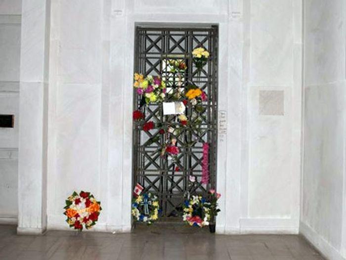 Склеп Элвиса Пресли выставлен на аукцион