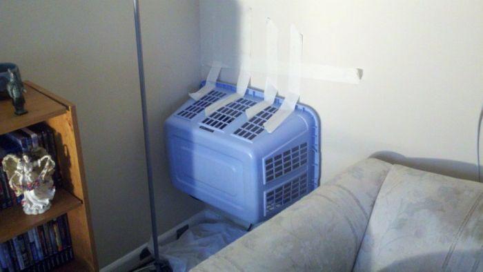 Жесть! Проникновение в квартиру через розетку (4 фото)