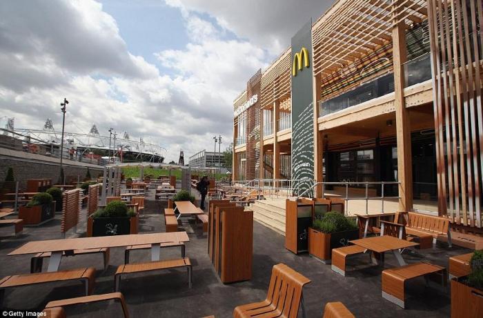 Самый большой МакДональдс в мире (8 фото)