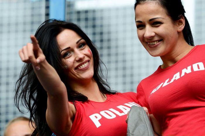 Очаровательные болельщицы на Евро 2012