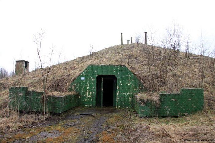 Засекреченный бункер выставлен на продажу (12 фото)