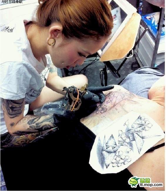 Сексуальный мастера татуировки в Японии (30 фото)