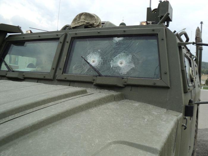 Обстрелянный командно-штабной автомобиль на базе СТС