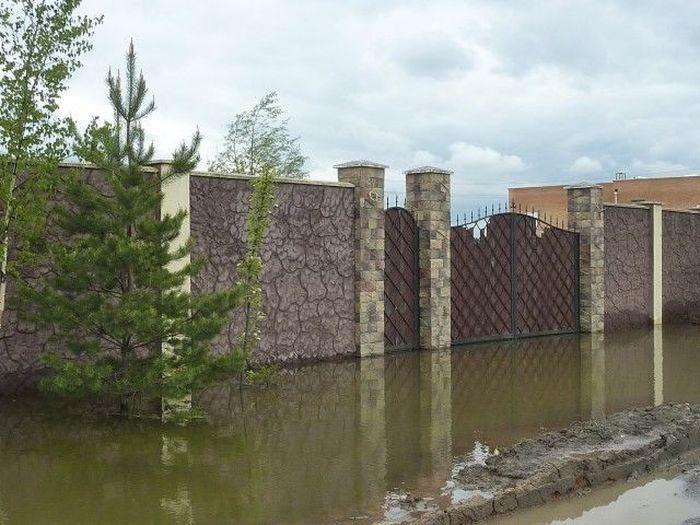 Продается затопленный особняк (3 фото)